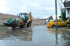 Inundaciones de viviendas y una pared caída es el saldo de las últimas lluvias en Manta