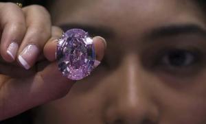 La subasta de un diamante rosado podría batir récords
