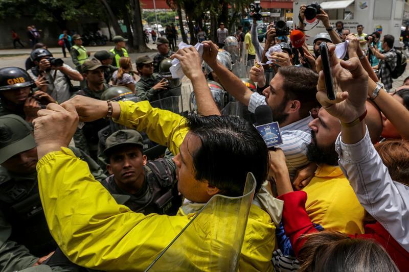 Gobiernos de América rechazan 'la ruptura del orden democrático' en Venezuela