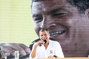 Correa rechaza agresión a Lasso pero dice que opositores generan violencia
