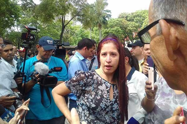 Reconocida periodista es agredida por la Guardia Venezolana mientras transmitía en vivo