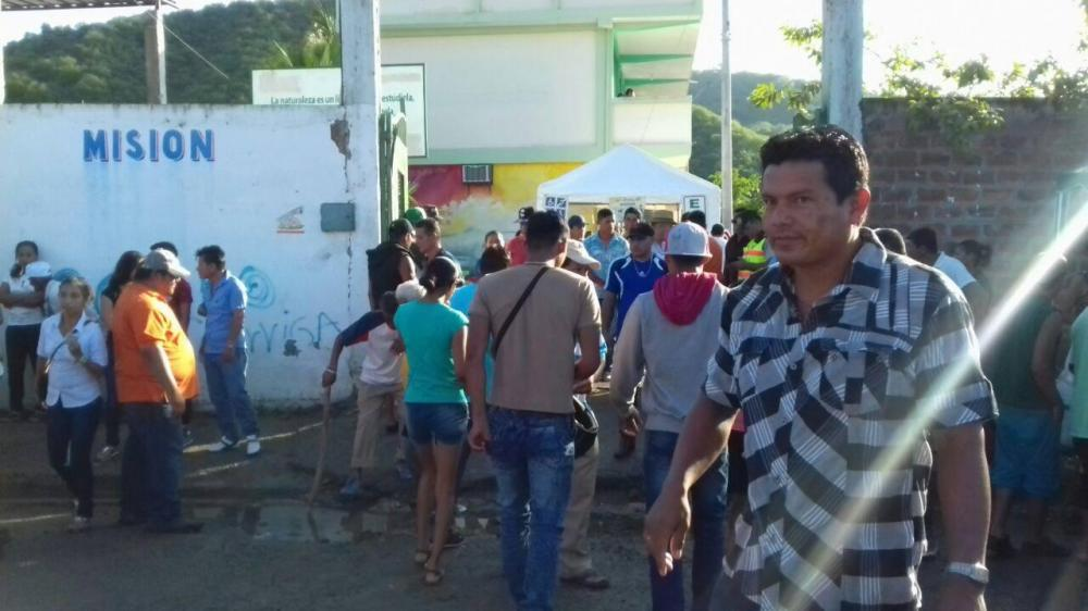 Ecuatorianos acudieron a las urnas a cumplir con su derecho al voto