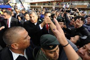 Correa agradece a ecuatorianos el 'privilegio' de haberles servido diez años