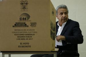 Lenín Moreno dice que acatará 'con todo respeto' resultados de elecciones