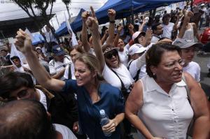 Estados Unidos llama a la calma en Ecuador mientras termina el escrutinio electoral
