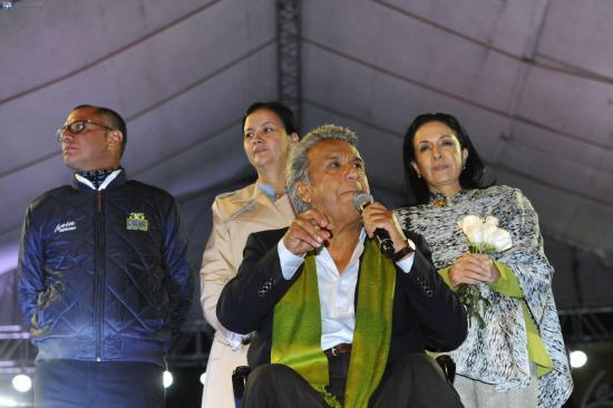 El Salvador felicita a Moreno por su triunfo en las presidenciales en Ecuador