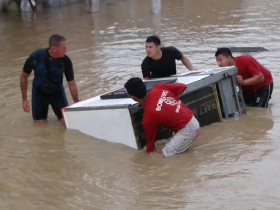 Cuerpo de Bomberos de Portoviejo atiende emergencias por inundaciones