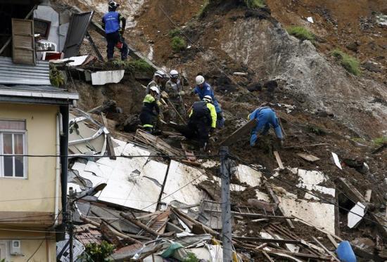 Gobierno colombiano ubica 480 personas en albergues tras aludes en Manizales