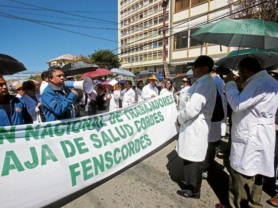Huelga de médicos contra libre elección de seguros y de control