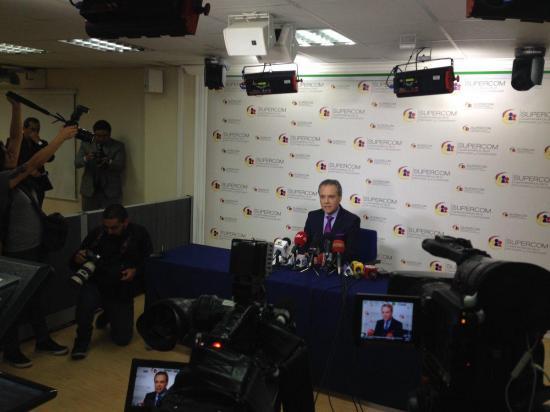 La Supercom sanciona a siete medios por no publicar un artículo sobre Guillermo Lasso
