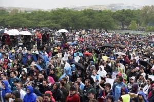 Miles de científicos de EE.UU. protestan contra los recortes de Donald Trump