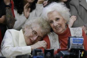 Abuelas de Plaza de Mayo anuncia recuperación de la identidad del nieto 122