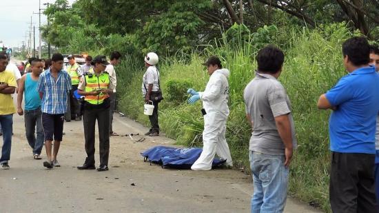 Motociclista muere al chocar contra un bus en Babahoyo