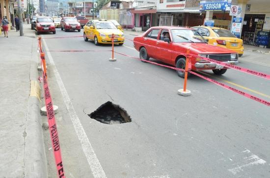 Un noveno socavón aparece en las calles de Portoviejo