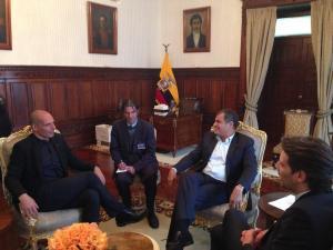 Exministro griego alaba modelo económico de Ecuador en reuniones con Correa y Moreno