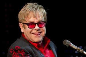 Elton John cancela sus próximos conciertos en EE.UU. por una 'inusual infección'
