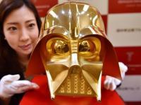 Ponen a la venta una réplica en oro del casco de Darth Vader
