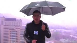 Un rayo alcanza a un periodista chino mientras grababa un reporte meteorológico