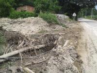 Piden limpieza de un canal de aguas lluvias para prevenir desastres