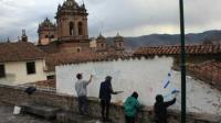 Cinco extranjeros serán expulsados de Perú tras borrar pintadas en el Cuzco