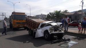 Choque múltiple en la vía Portoviejo-Crucita deja dos personas heridas