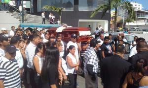Cientos de personas le dan el último adiós a Fabricio Parrales