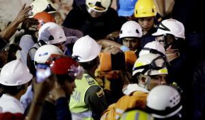 Obrero es rescatado con vida del edificio colapsado en Cartagena, víctimas suben a 10