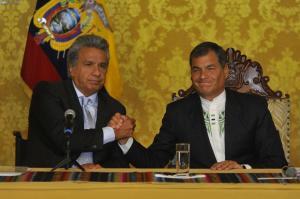 Correa y Moreno firman proyecto de ley para transición de Gobierno