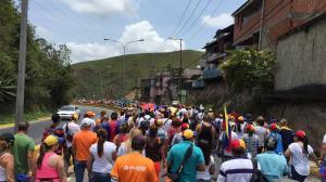 Opositores venezolanos marchan a la cárcel donde está recluido Leopoldo López