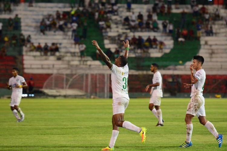 Liga de Portoviejo ganó 2-0 a 'papá' Aucas en el Reales Tamarindos