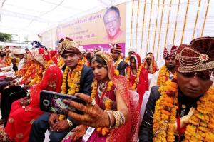Miles de parejas se casan en India en el mejor día para ello según los astros