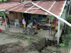 Temor en Flavio Alfaro por hundimientos de tierra que afectan a viviendas