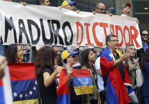 Dos imputados, uno de ellos policía, por muerte durante protesta en Venezuela