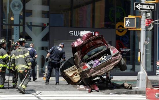 Un muerto y más de veinte heridos por atropello múltiple en Times Square