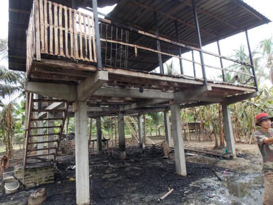 Incendio deja en la nada a una familia, en Rocafuerte