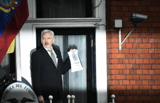 Un abogado de Julian Assange dice que su cliente pedirá asilo en Francia