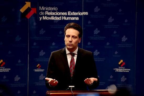 Ecuador reitera la vigencia del asilo a Assange