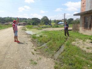 Agua putrefacta genera malestar y quejas en el barrio La Merced