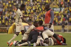 Barcelona SC vence a la U. Católica con goles de Díaz y Álvez [1-2]