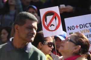 Maduro denuncia 'operación de EE.UU.' para que personalidades hablen en su contra