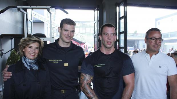 Un bombero francés bate el récord mundial de flexiones en barra