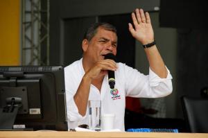Presidente de Ecuador pide a jóvenes superar la 'cultura de la indiferencia'