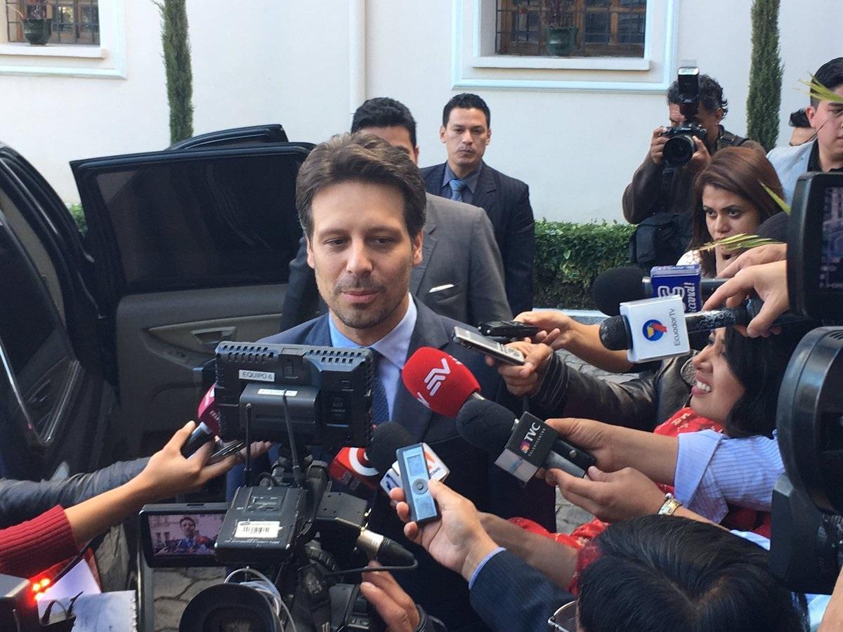 Canciller de Ecuador se despide del cargo alegre 'porque el proceso sigue'