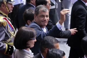 El expresidente Rafael Correa acudió al hospital para someterse a un 'chequeo general'