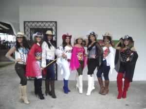Un sombrero,ocho candidatas