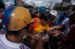 Diputado opositor venezolano es herido durante una marcha en Caracas