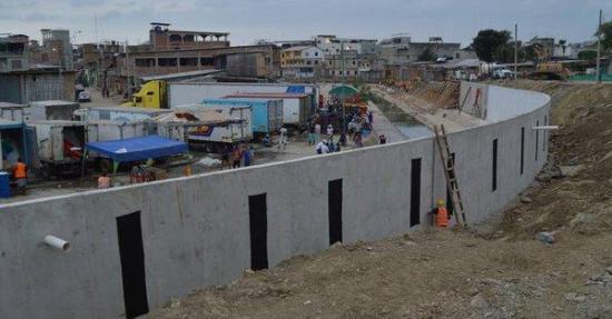 Perú preocupado por construcción de un muro en la frontera con Ecuador