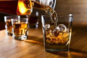 El consumo moderado de alcohol también daña el cerebro, según estudio