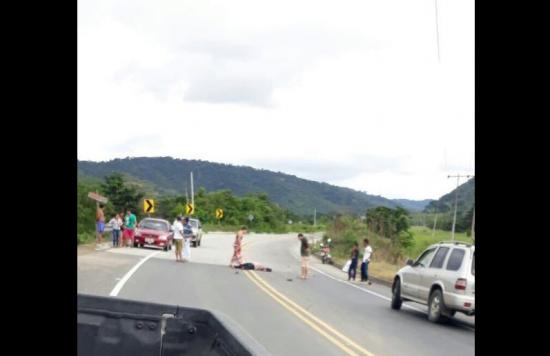 Una mujer herida es hallada en la vía Jama - San Vicente