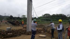 Instalan 27 pilotes del puente en la vía Santa Ana-Portoviejo